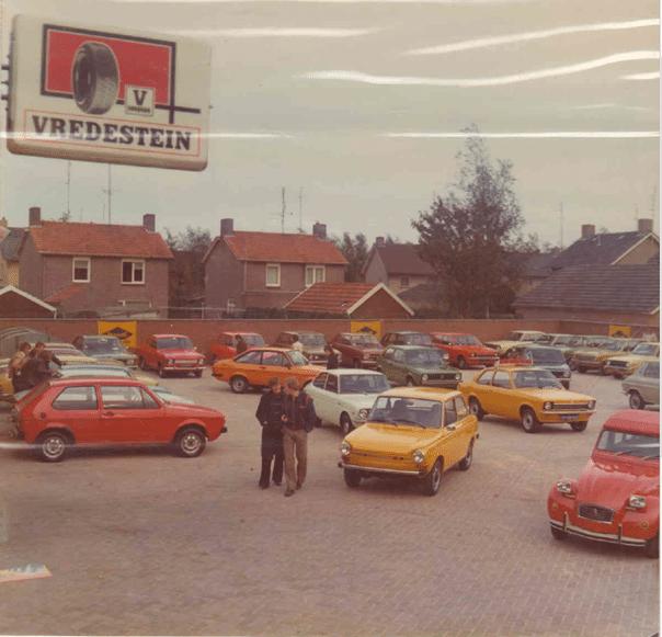 Binnenplaats bij Auto Corsten
