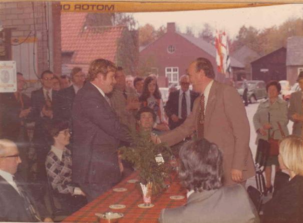Jan Corsten schud de hand met de Burgemeester.