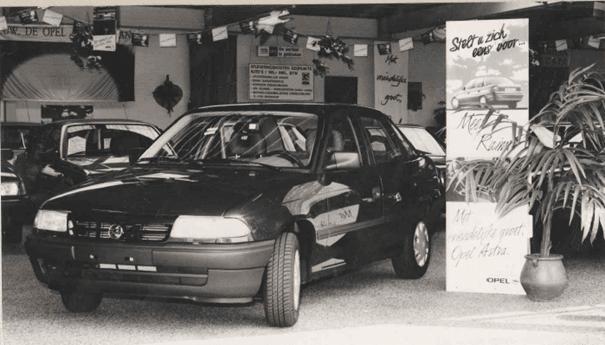 De destijds nieuwe Opel Astra in onze showroom.