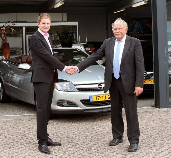 De overname van het bedrijf van Jan Corsten naar zijn zoon Bart Corsten.